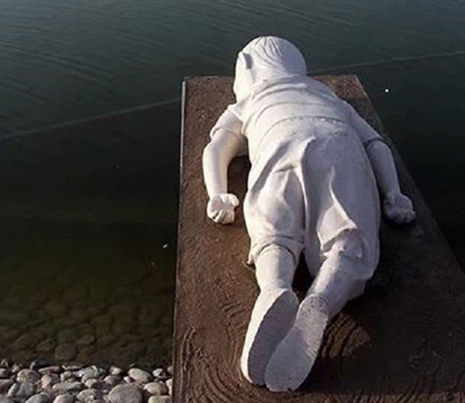 statua-djecaka-aylana-kurdija
